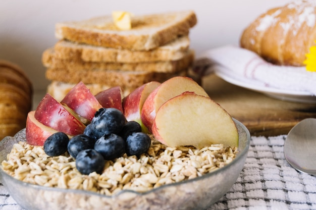 Cereales y tostadas para el desayuno