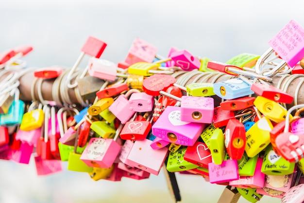 La ceremonia de la llave del amor en la torre n de seúl