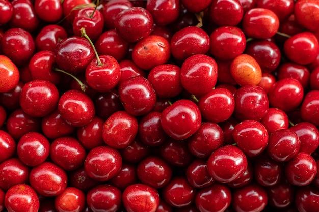 Cerezas frescas maduras