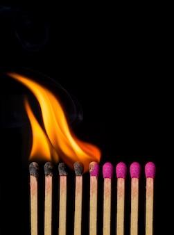 Cerillas ardiendo