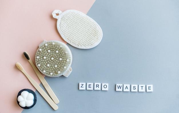 Cero desperdicio, opciones libres de plástico para su baño. envases reutilizables, reutilizados de vidrio y cosméticos de estaño.