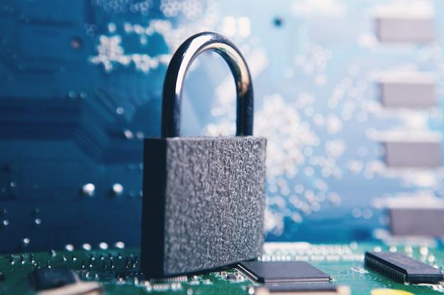 La cerradura de las tablas. defensa cibernética
