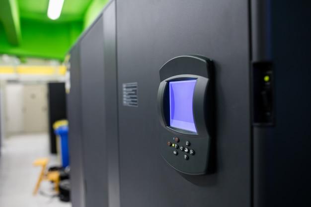 Cerraduras biométricas en sala de servidores