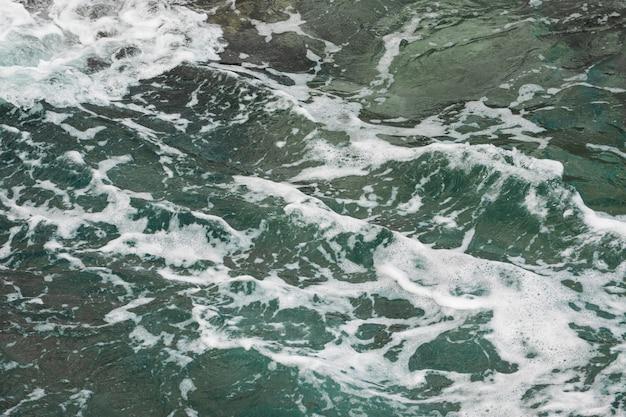 Cerrar agua de mar ondulada