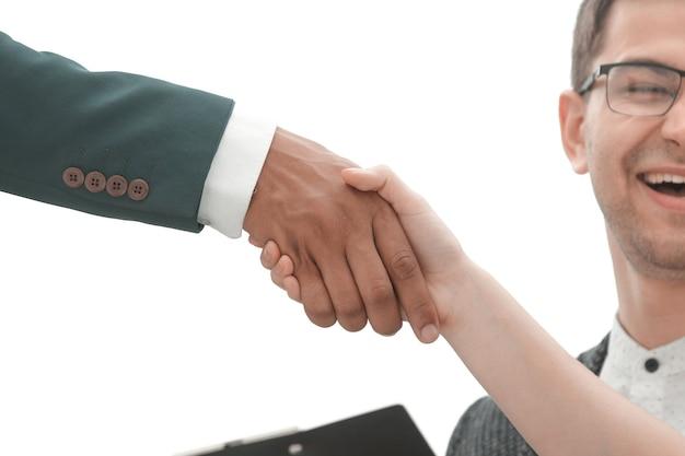 Cerrar apretón de manos socios comerciales después de una transacción exitosa. concepto de cooperación