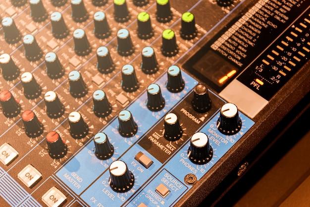 Cerrar la barra de desplazamiento control de botón mezclador de placa de sonido