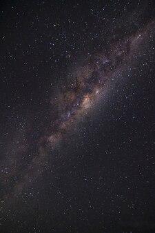 Cerrar la galaxia de la vía láctea en la noche estrellada