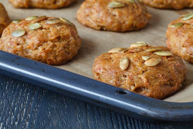 Cerrar las galletas de calabaza con semillas