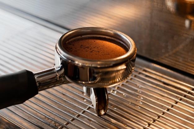 Cerrar la herramienta de molienda de café