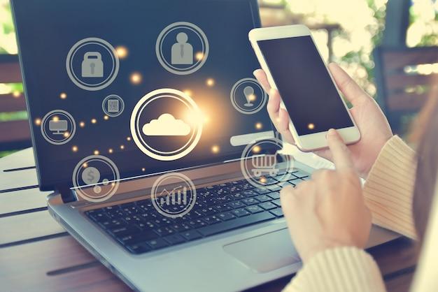 Cerrar la mano con la tecnología de aplicaciones de teléfonos inteligentes