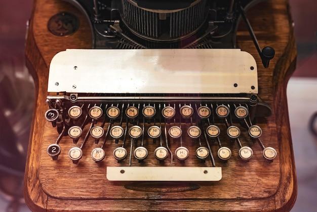 Cerrar máquina de tipo vintage con trazado de recorte b