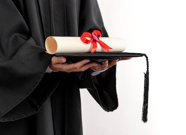 Cerrar mujer con diploma de graduación