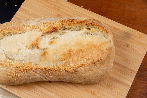 Cerrar en pan casero recién salido del horno