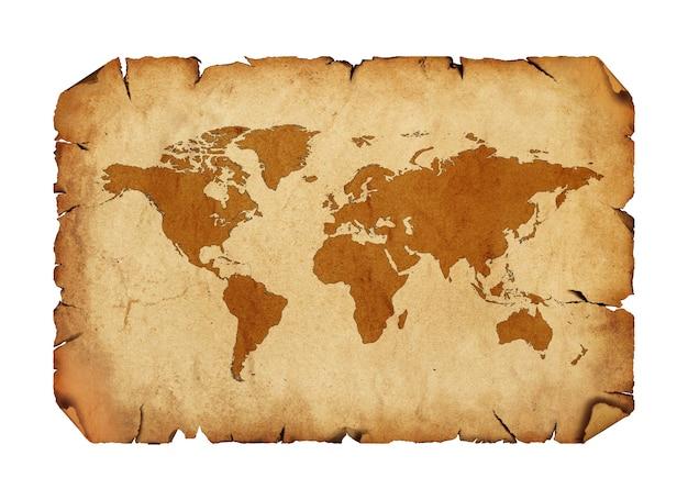 Cerrar un rollo de pergamino de papel marrón antiguo antiguo en blanco con dibujo de mapa del mundo aislado sobre fondo blanco.