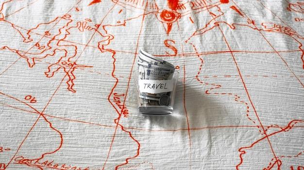 Cerrar tarro con dinero de viaje