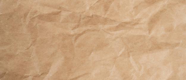 Cerrar la textura y el fondo de papel marrón arrugado con espacio de copia