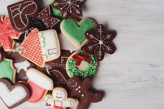 Cerrar vista de coloridas galletas de navidad