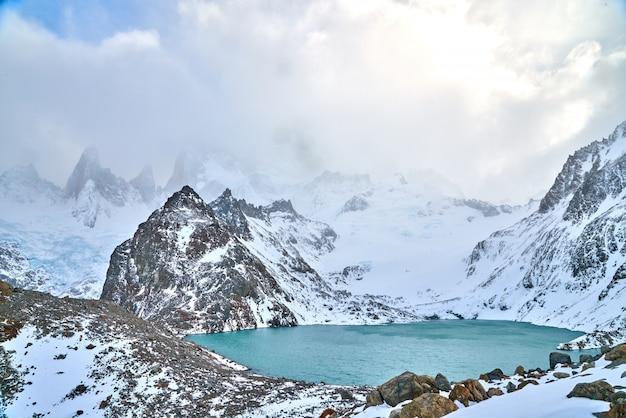 Cerro fitz roy, patagonia, cuando está nublado, clima normal