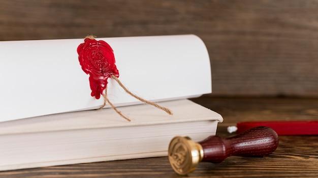 Certificado de diploma de educación con sello de cera