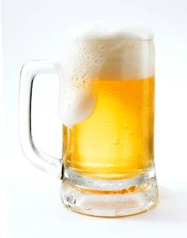 Cerveza de barril png en una taza