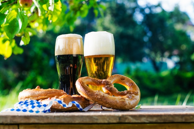 Cerveza y pretzels, fiesta de oktoberfest