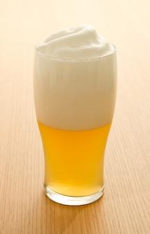 Cerveza de trigo en un vaso