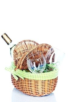 Cesta de picnic con vino