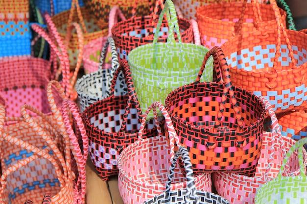 Cesta de plástico de la cultura de tailandia