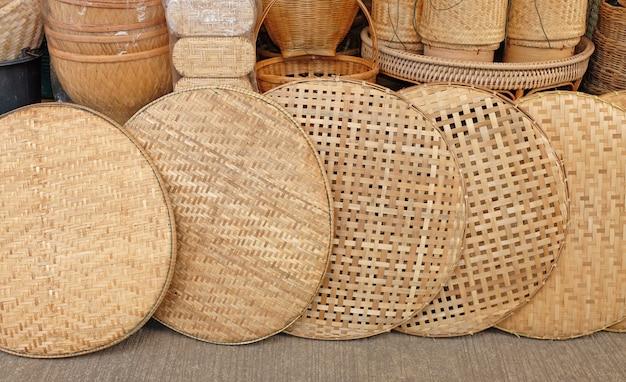 Cesta de trilla tailandesa en el mercado.