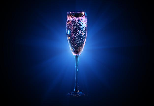 Champagne vertiendo en vaso