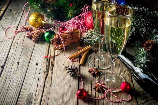 Champán con decoración navideña