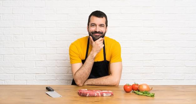 Chef feliz en una cocina