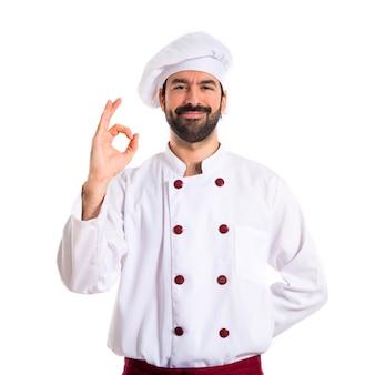 Chef haciendo ok firmar sobre fondo blanco