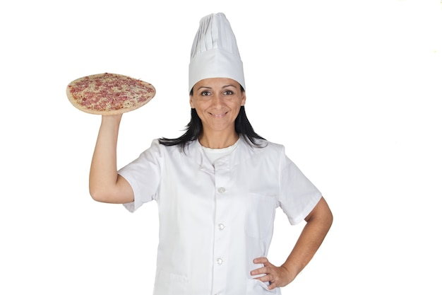 Chica bonita cocinar con una deliciosa pizza aislada sobre fondo blanco