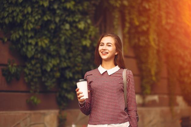Chica con café