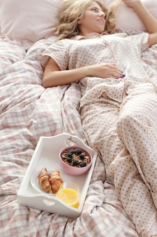 Chica en cama