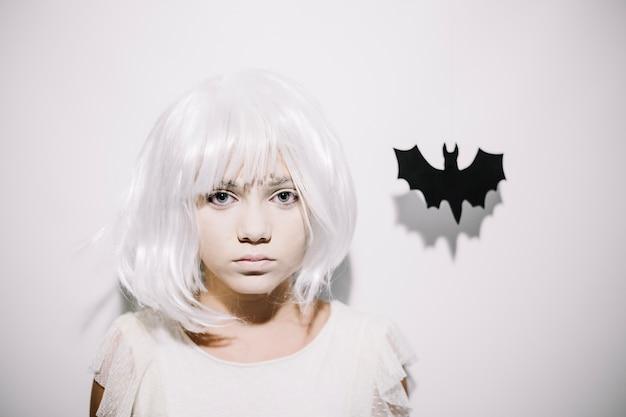 Chica con cara blanca