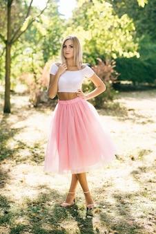 Chica en falda