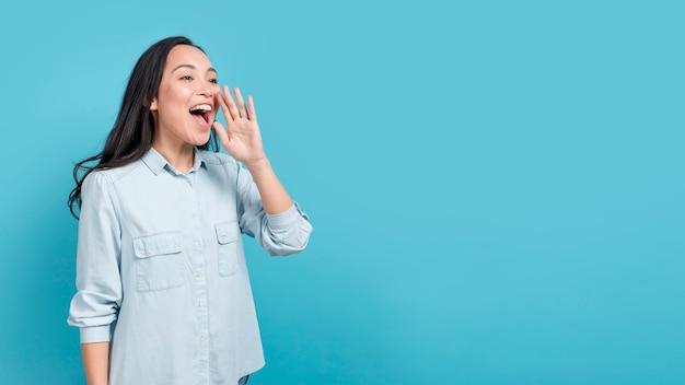 Chica gritando
