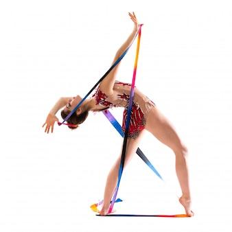 Chica haciendo gimnasia rítmica con cinta