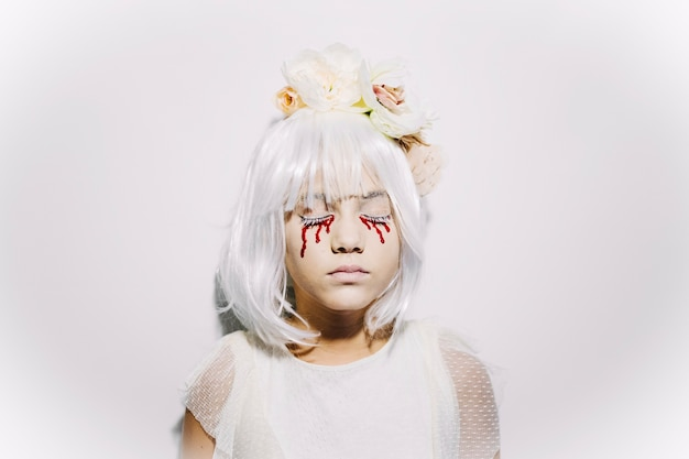 Chica con lágrimas de sangre
