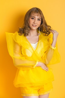 Chica modelo asiática de moda