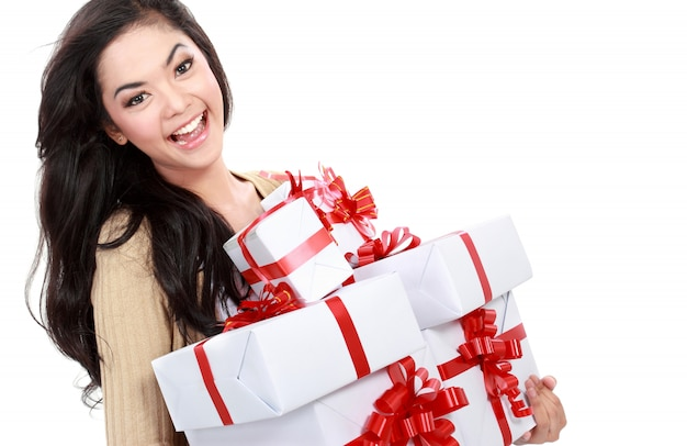 Chica con mucha caja de regalo