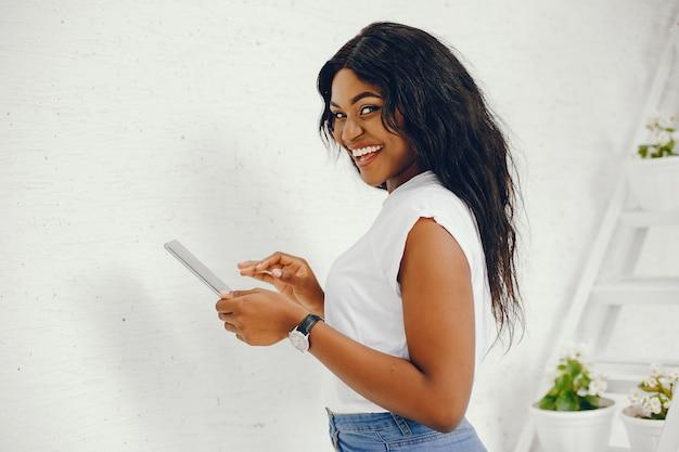 Chica negra con estilo