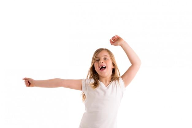 Chica de niño rubio con sangría saltar viento alto en el cabello