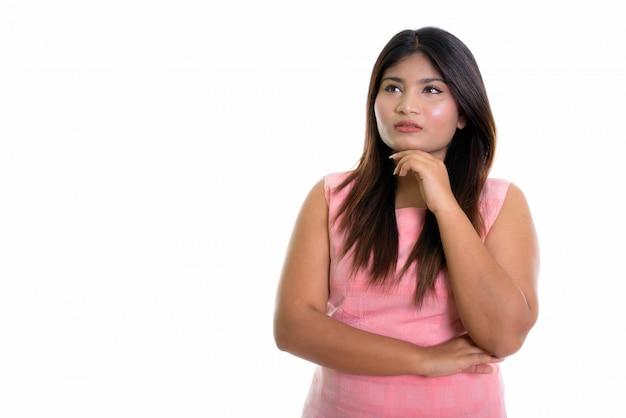 Chica persa pensando aislado con el dedo en la barbilla