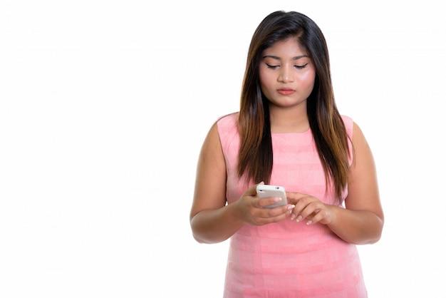 Chica persa mediante teléfono móvil
