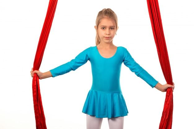 Chica preparándose para el rendimiento en cintas aireadas