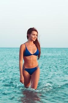 Chica sexy en bikini