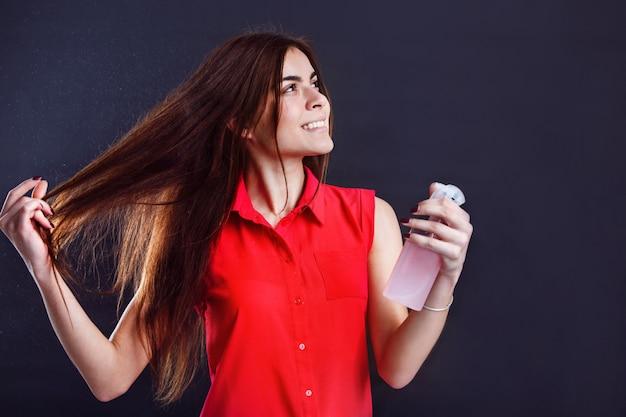 Chica con spray
